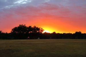 """Täglicher Sonnenuntergang... Außerdem kann man meine Familie beim """"Fourwheeler"""" fahren sehen, was ich auch schon ausprobieren durfte :)"""